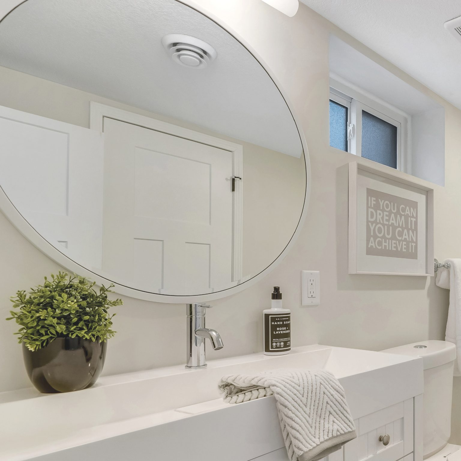 Modern Coastal Bathroom Feature Image Amber Miller
